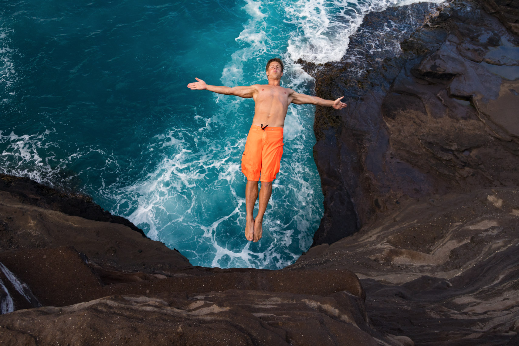 06-Active_Lifestyle-Cliff-Diver
