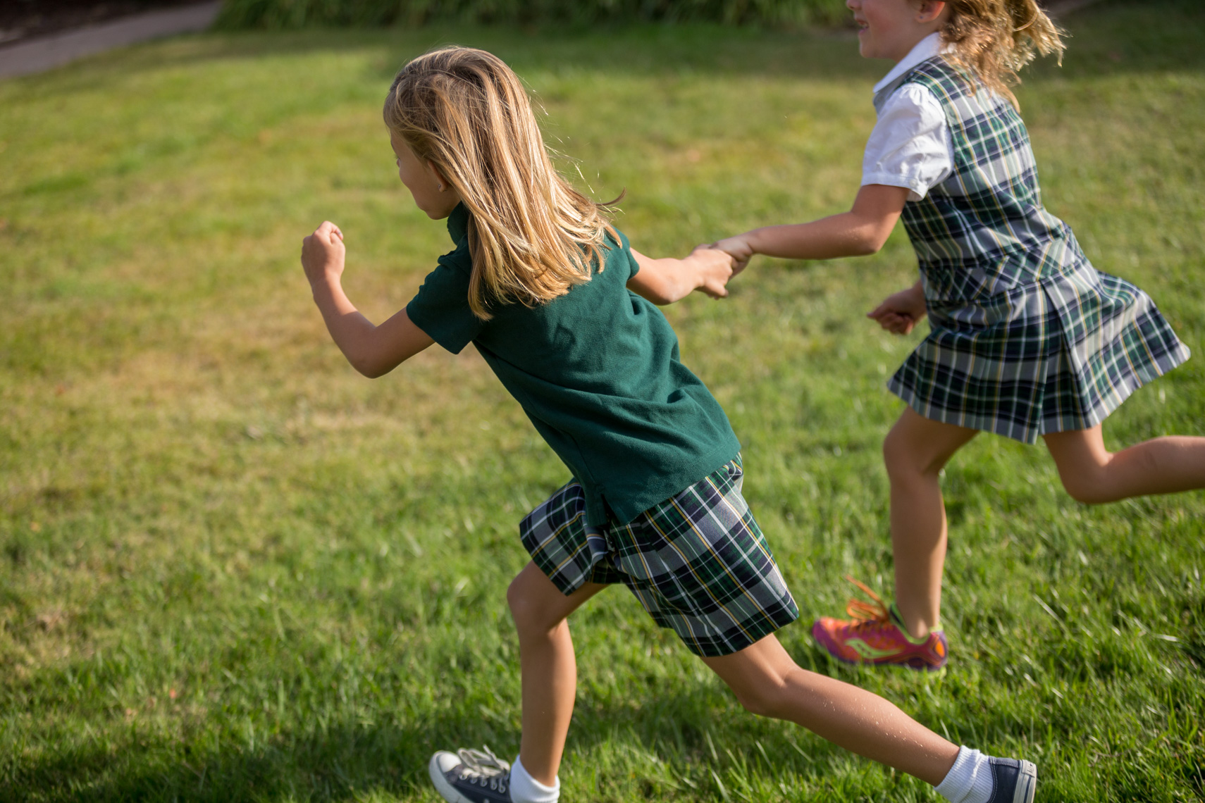 06-Kids-Girls-Running