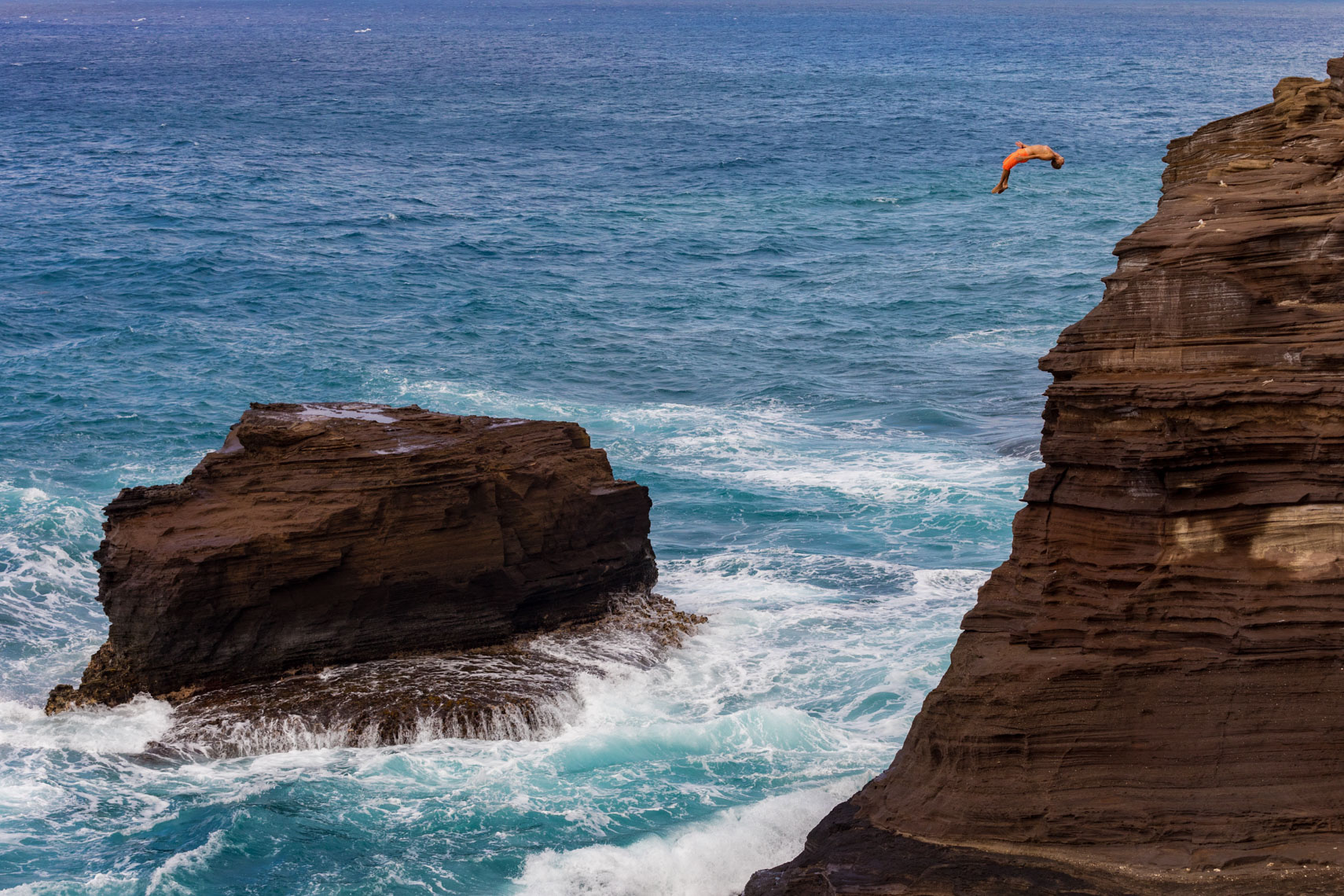 10-Active-Lifestyle-Cliff-Diving