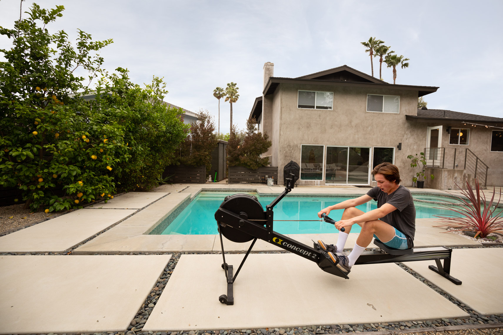 Backyard crew rowing machine
