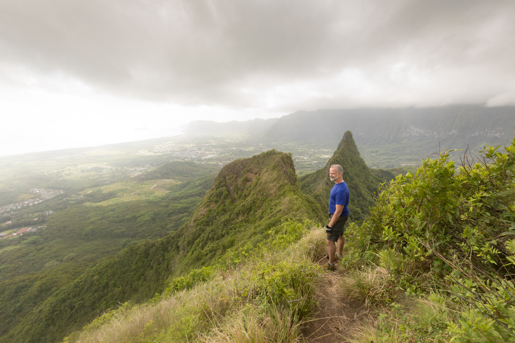 13-Lifestyle-Hawaii-Hiking