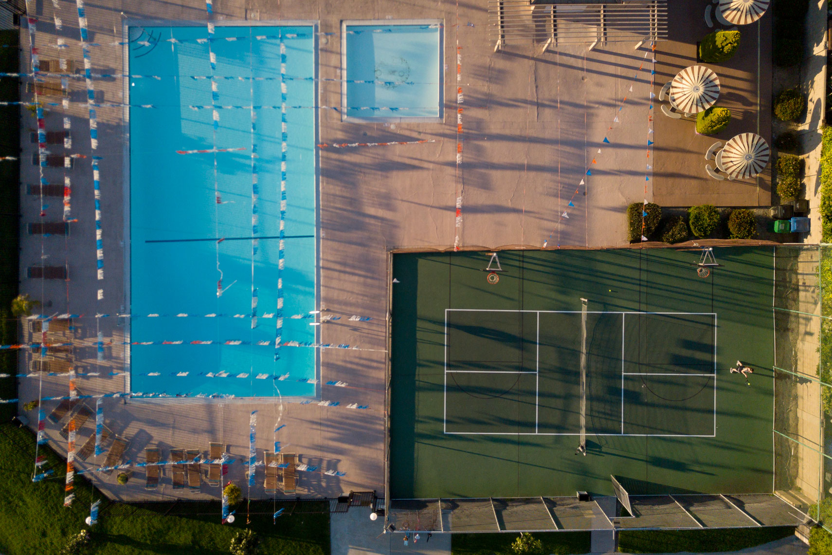 Tennis player aerial
