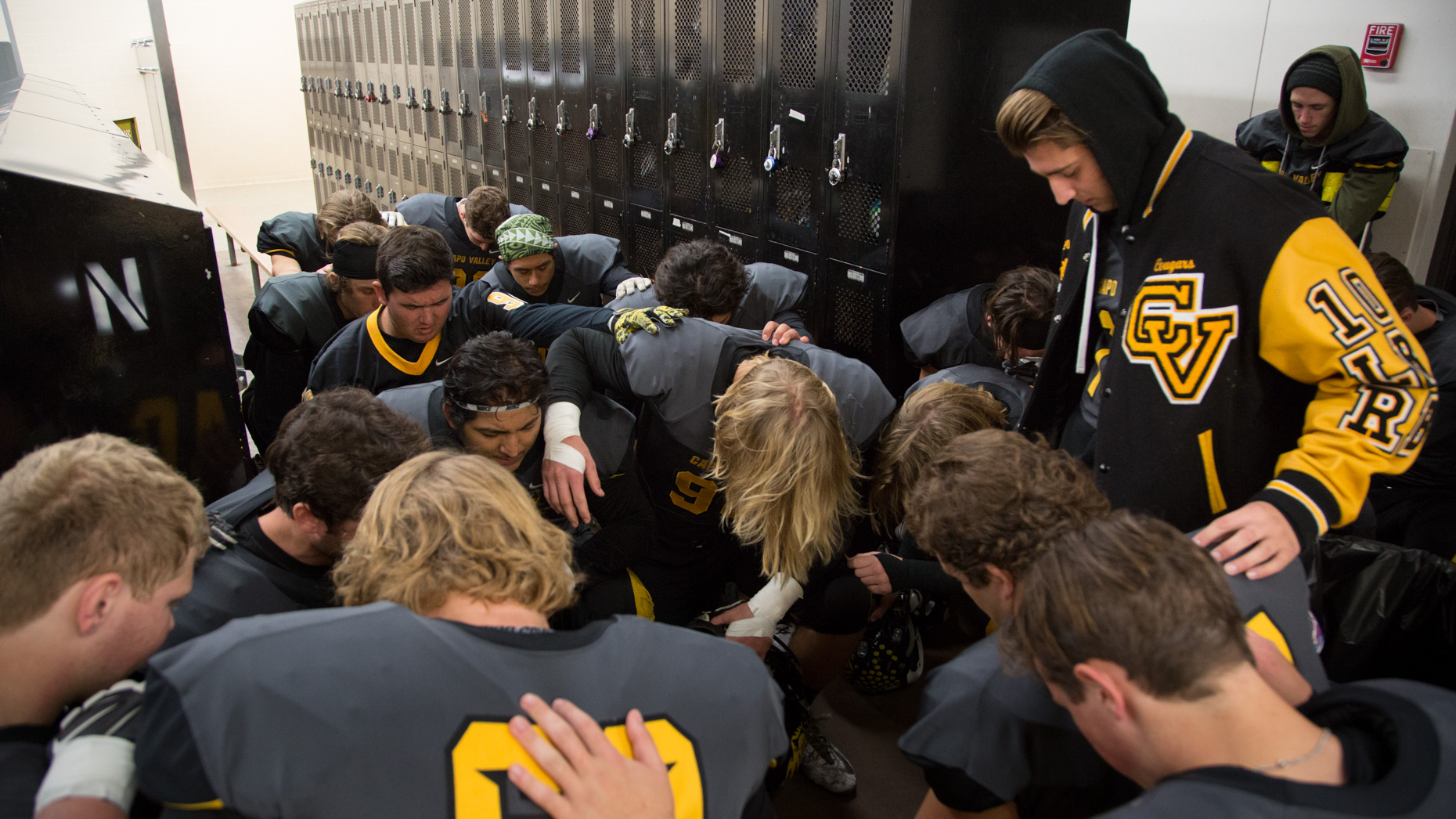 24-Youth-Sports-Football-Prayer