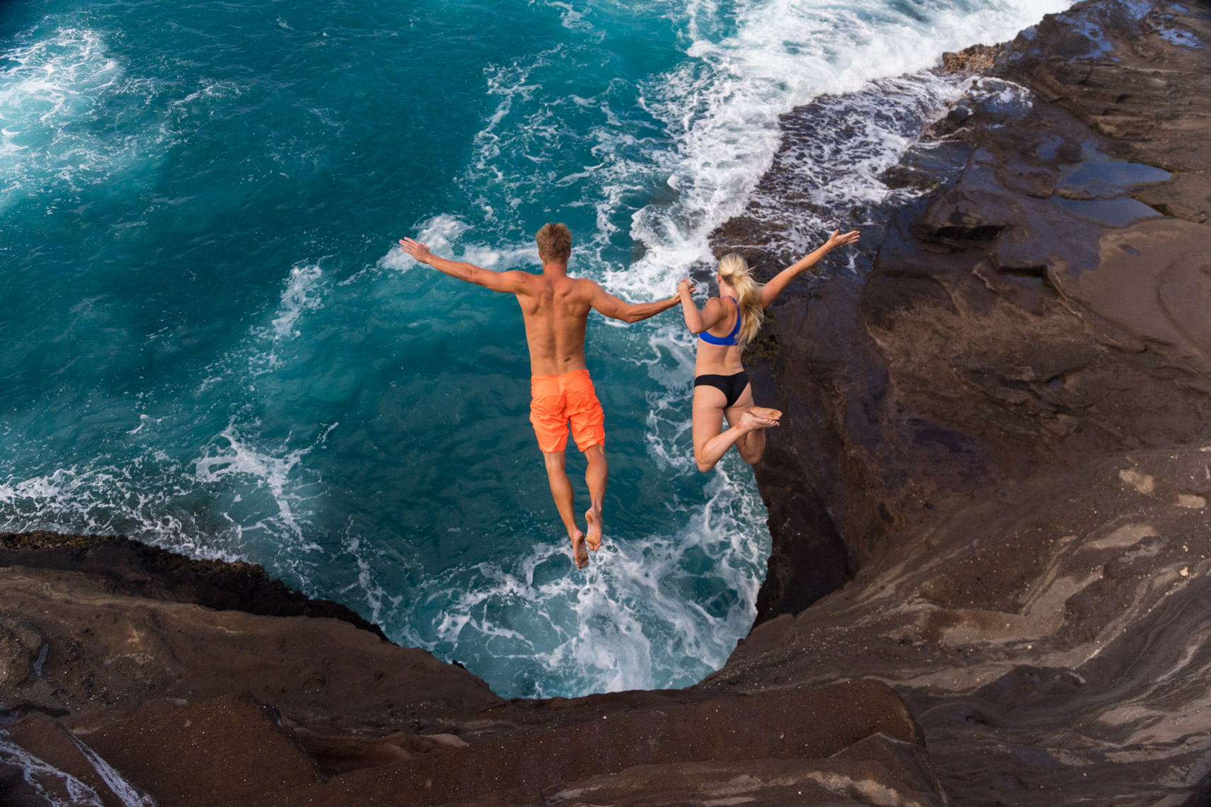 27-Active-Lifestyle-Cliff-Diving-Couple